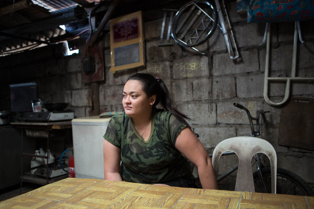 "Abigail - Abigail, 21 born from an American father. She has no contact neither support from him.  Angeles City, Philippines, June 2015. - Copyright © © S. Borcard - N. Metraux - Angeles - Central Luzon - Philippines - <A href=""https://maps.google.com/?ll=15.173895,120.598867&z=16"" target=""_blank"">(Map Abigail)</A>"