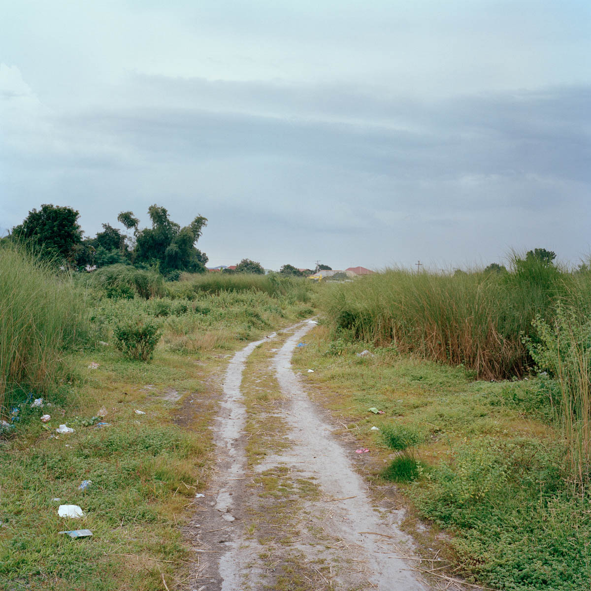 """Dirt path - Dirt path leading to barangay Cutud Northville. Angeles City, Philippines, August 2014. - Copyright © © S. Borcard - N. Metraux - Angeles - Central Luzon - Philippines - <A href=""""https://maps.google.com/?ll=15.168055,120.586388&z=16"""" target=""""_blank"""">(Map Dirt path)</A>"""