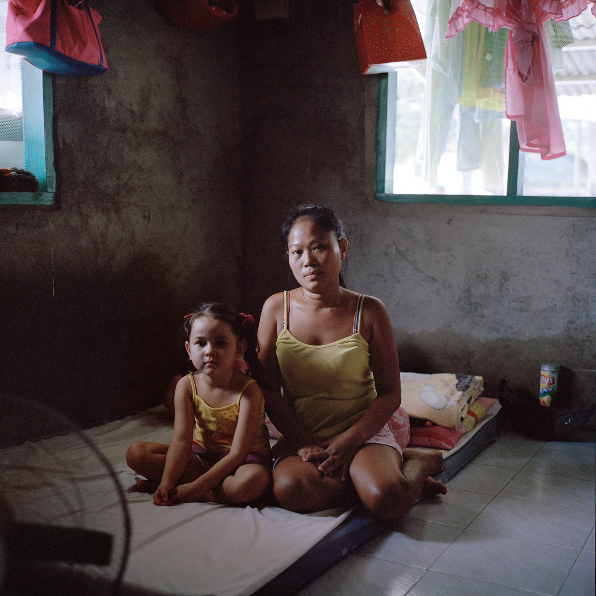 "Jocelyn and Hearty - Jocelyn, 31, and Hearty, 5 years old. Hearty's father, a 55-year-old Australian, had a three months ""relation"" with Jocelyn. Most men coming to Angeles city are looking for a ""girlfriend experience"", a long term paid relationship. Angeles City, Philippines, August 2014. - Copyright © © S. Borcard - N. Metraux - Angeles - Central Luzon - Philippines - <A href=""https://maps.google.com/?ll=15.168055,120.586388&z=16"" target=""_blank"">(Map Jocelyn and Hearty)</A>"
