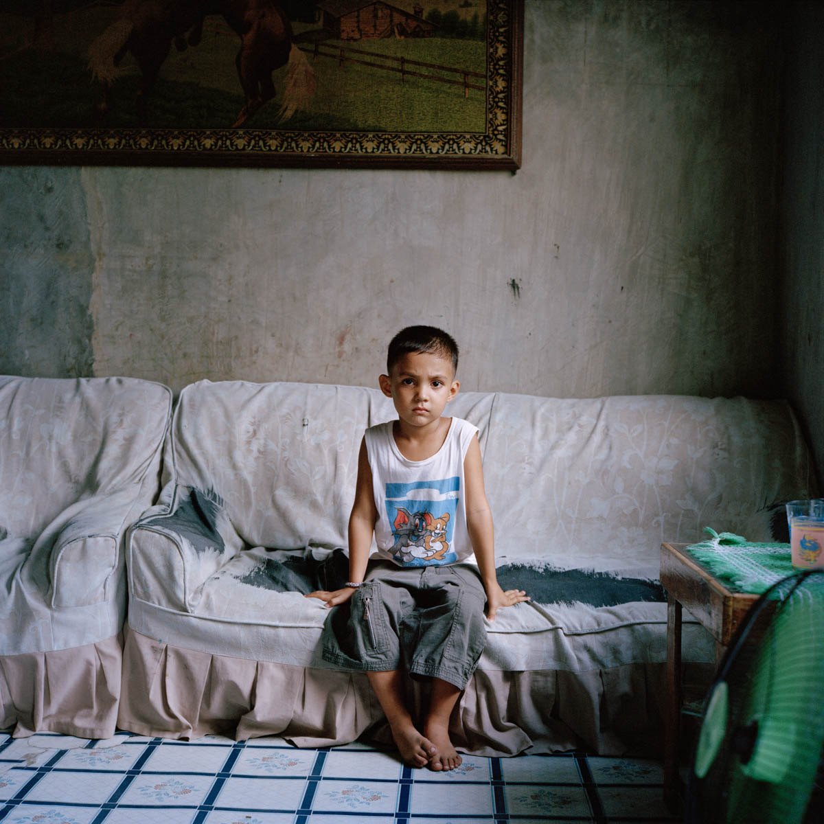 "Jayvee - Jayvee, 5 years old. His mother still has e-mail exchanges with his father, 45, from Wisconsin, USA. However, they get no financial support from him. Angeles City, Philippines, August 2014. - Copyright © © S. Borcard - N. Metraux - Angeles - Central Luzon - Philippines - <A href=""https://maps.google.com/?ll=15.168055,120.586388&z=16"" target=""_blank"">(Map Jayvee)</A>"