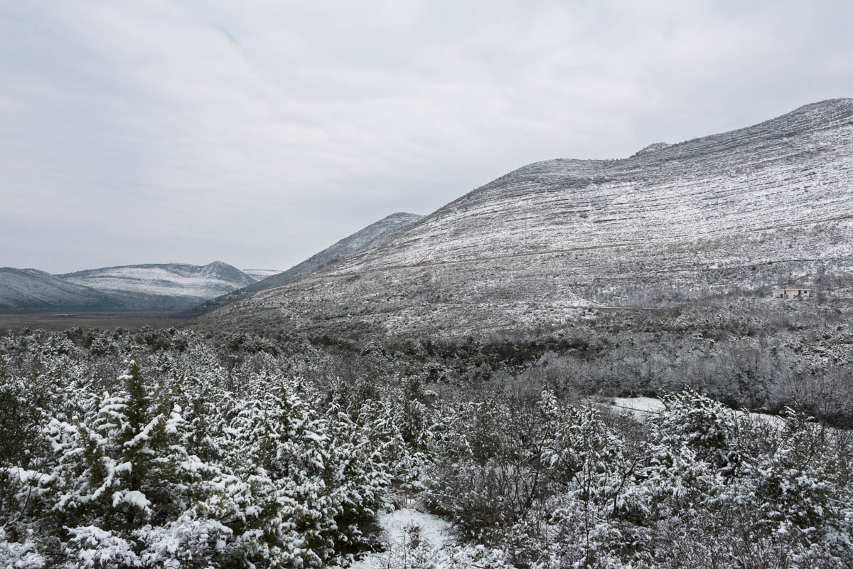 Last snow of the year in Bosnia - The last snow of the season covers the scrubland of southern Bosnia and Herzegovina. Near Neum, March 2013 - Copyright © © S. Borcard - N. Metraux - Trebinje - Federacija Bosna i Hercegovina - Bosnie-Herzégovine -