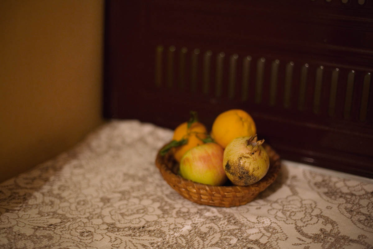 Still life - Still life with apple, oranges and pomegranate.  Mostar, in November 2013 - Copyright © © S. Borcard - N. Metraux -