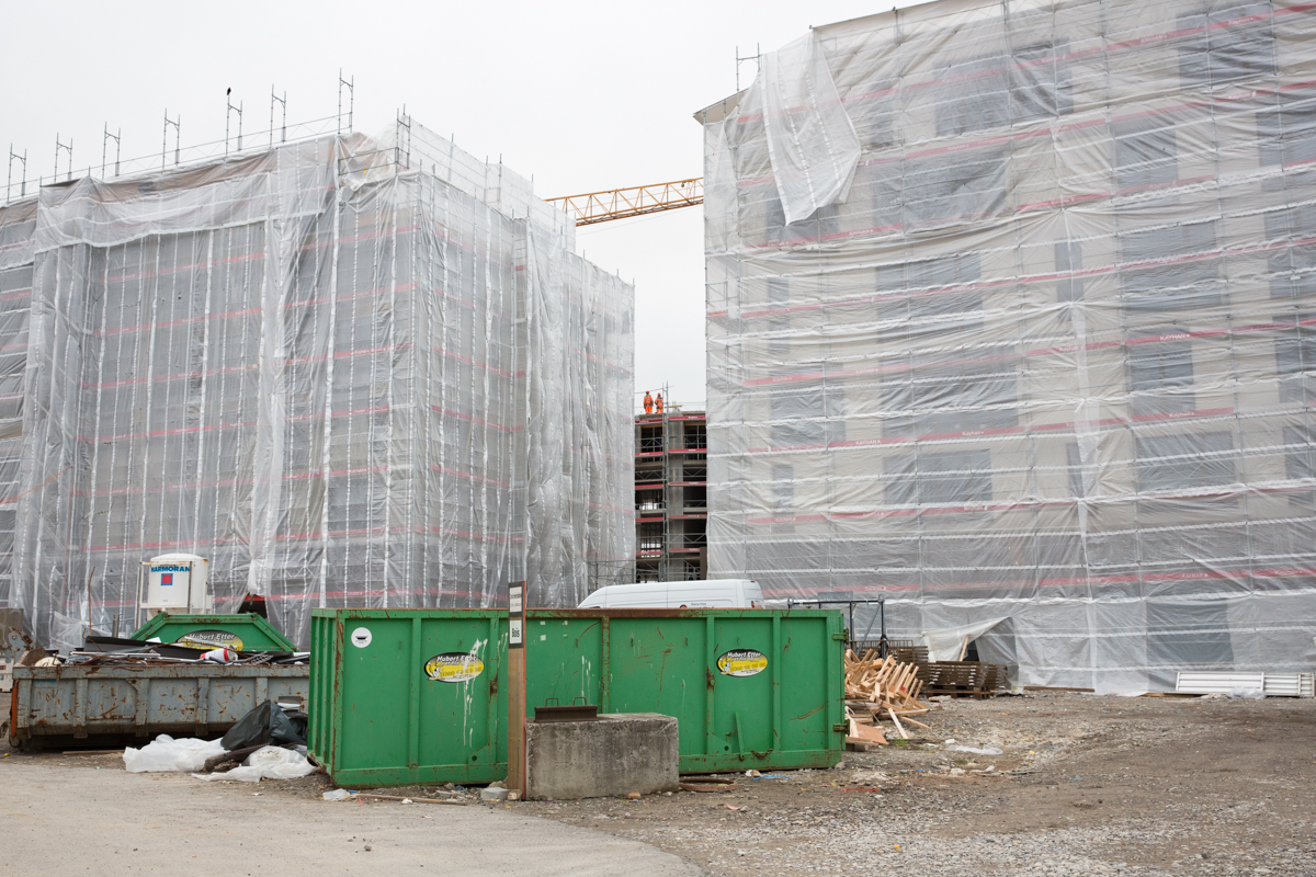 New apartment buildings under construction in the center of Bulle. The town has undergone significant demographic changes over the past two decades. Today, Bulle is mainly home to a commuting population that pays taxes and rents with their salaries earned in other towns or cities. Bulle, January 2018