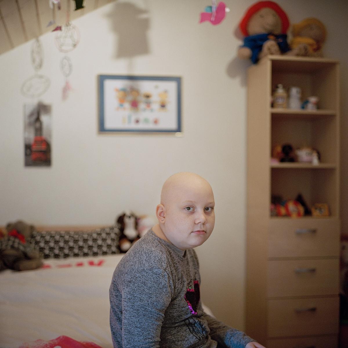 Ilona, 12 ans, subit depuis septembre 2017 une chimiothérapie. Elle nous confie: «La chimiothérapie est moins pénible que le harcèlement subi à l'école». Lentigny, décembre 2017.