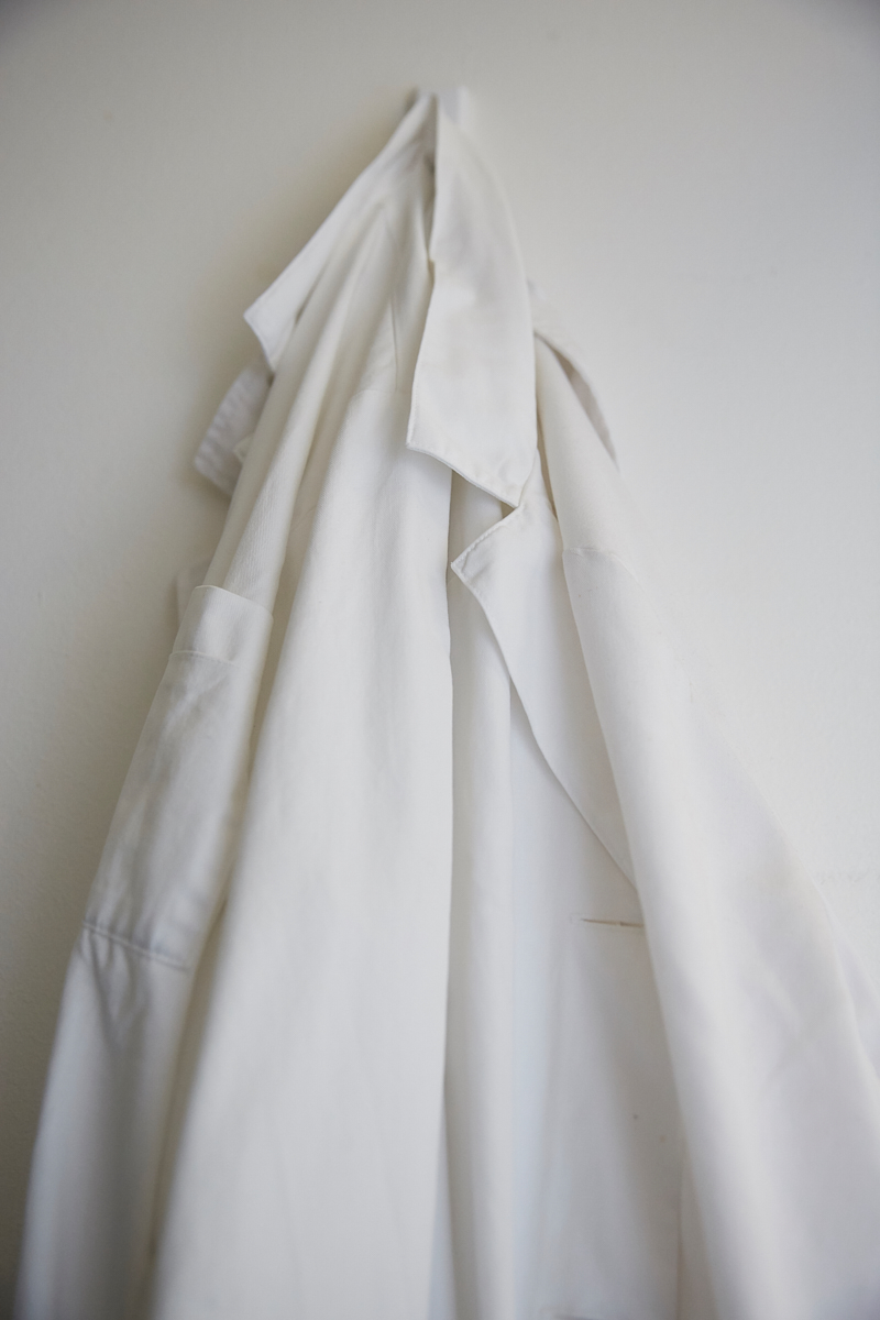 Working with the fungal pathogen Candida albicans in the laboratory requires specific safety measures. Wearing a lab coat is mandatory. Vetsuisse Faculty, University of Zürich, October 2018.